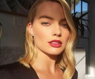margot robbie golden globes 2018 red carpet hair makeup
