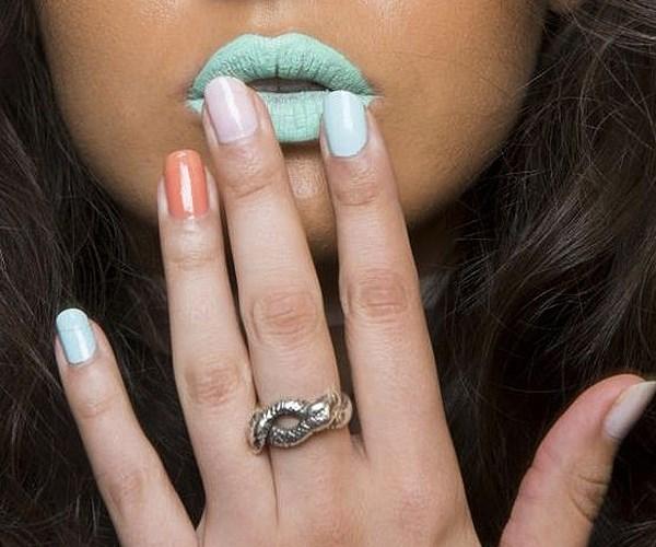 Stella Maxwell pink nails