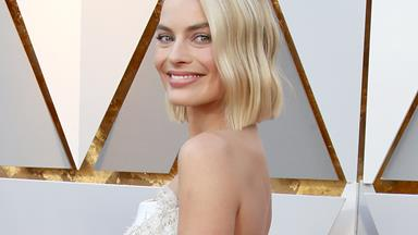 Margot Robbie Sewed Her Dress At The Oscars After It Broke, Proves Again That She Can Do Anything