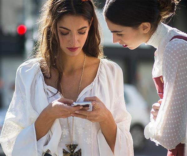 Street style with phones