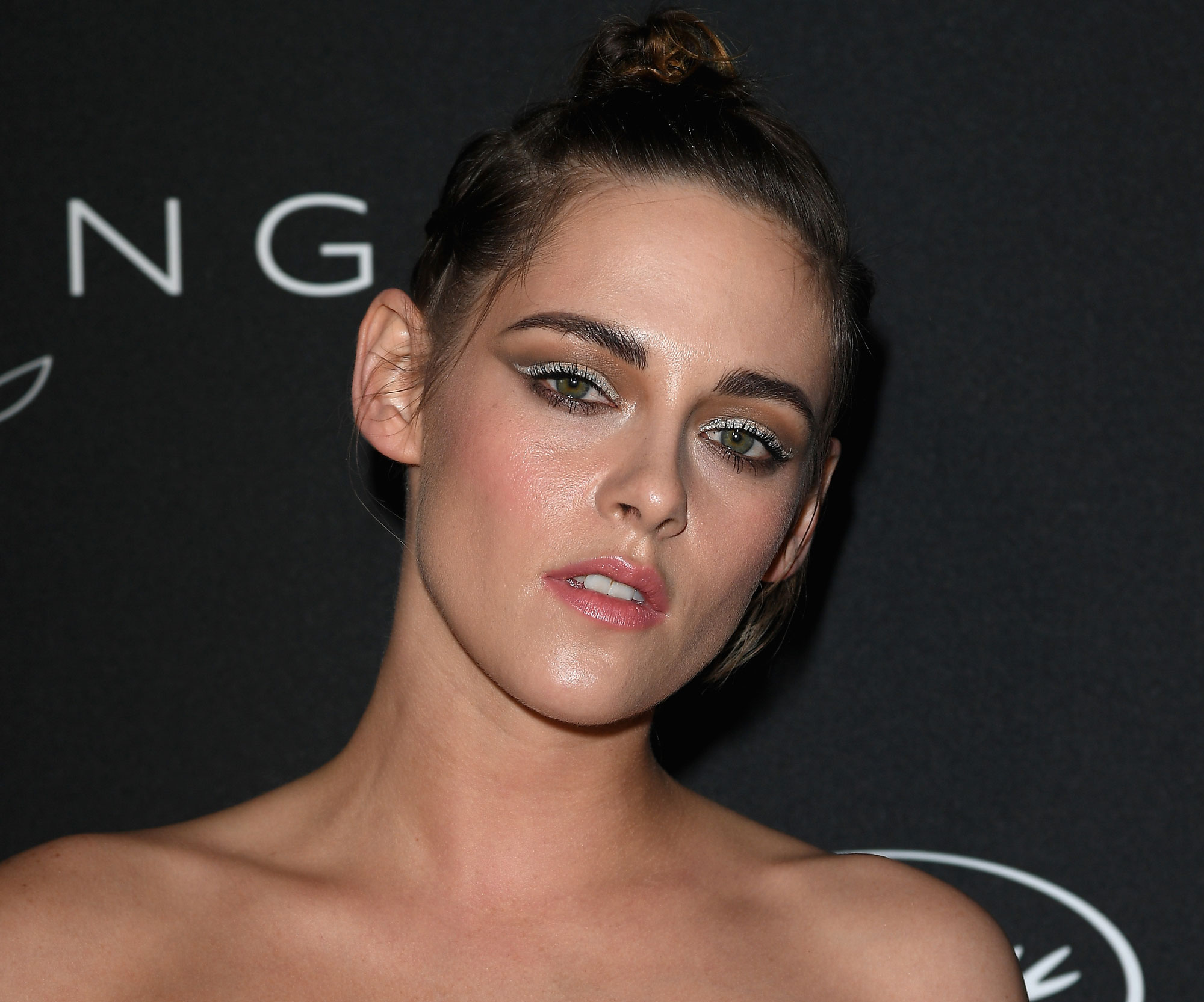 BeautyKristen Stewart Wore The Prettiest Pearl Eyeliner At Cannes The devil is in the