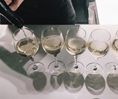 White Wine Drinkers Pour Bigger Glasses