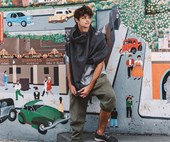 Noah Centineo Doesn't Know How Clothes Work
