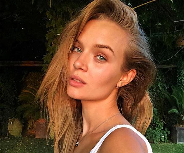 Josephine Skriver no makeup
