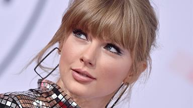 Taylor Swift Made A Surprise Appearance At The 2019 Golden Globes And Looked Phenomenal
