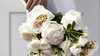 13 Rose Bouquet Ideas For The Modern Bride