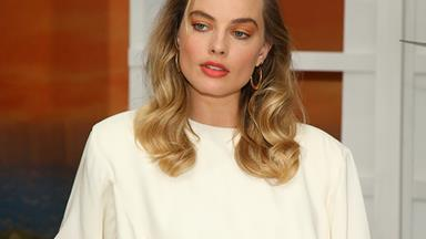 Margot Robbie Just Made Orange Eyeshadow And Big Hair Chic