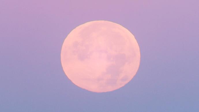 Full sturgeon moon in Aquarius in August.