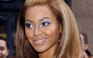 Beyonce wears the 2000s hairstyle 'The Pouf' in 2005.