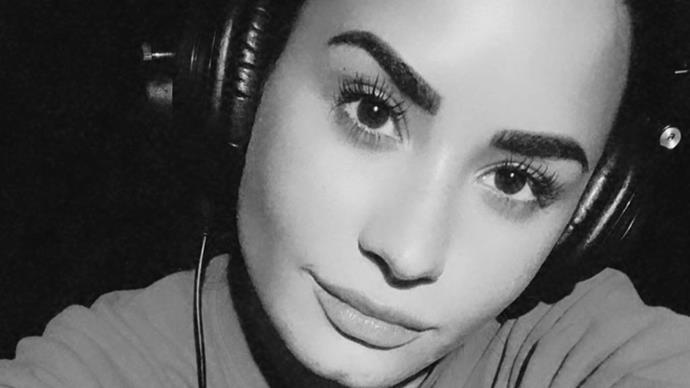 Demi Lovato doing #challengeaccepted.