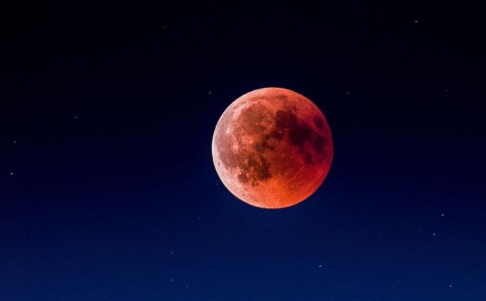Tonight's Super Blood Moon Will Be Major For Certain Star Signs