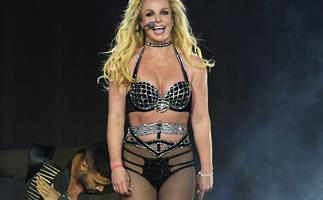 """A Video Of Britney Spears Telling Fans She's Going To """"Pass Out"""" On Stage Goes Viral"""