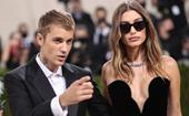 A Simple Gesture Between Justin & Hailey Bieber At The Met Gala Has Sparked A Bunch Of Pregnancy Rumours