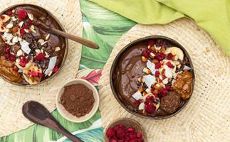Chocolate nutty smoothie bowl