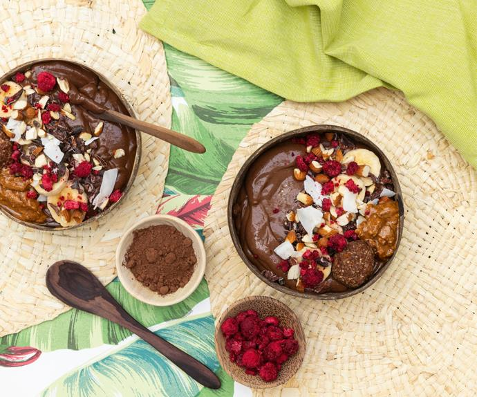 Chocolate nutty smoothie bowl