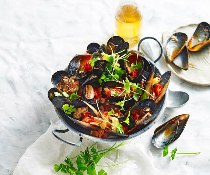 Tomato chilli mussels
