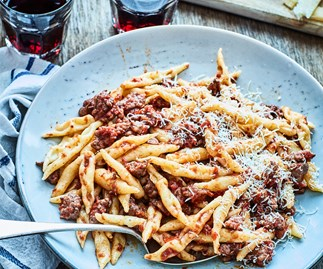 Pasta with cinnamon and sausage sauce
