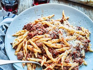 Pasta with cinnamon and sausage sauce
