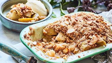 Pear and feijoa almond nut crumble
