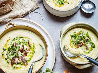 Cream cauliflower and bacon soup