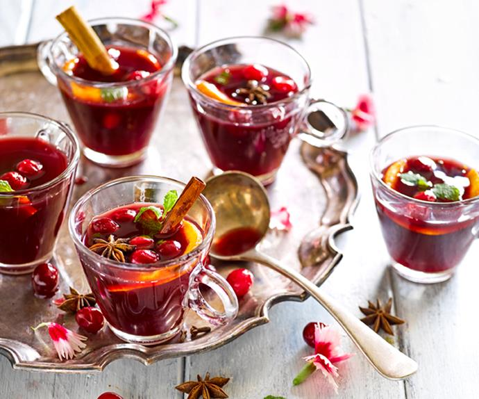 Orange and cranberry spiced mulled wine