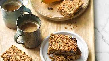 Oaty breakfast bars