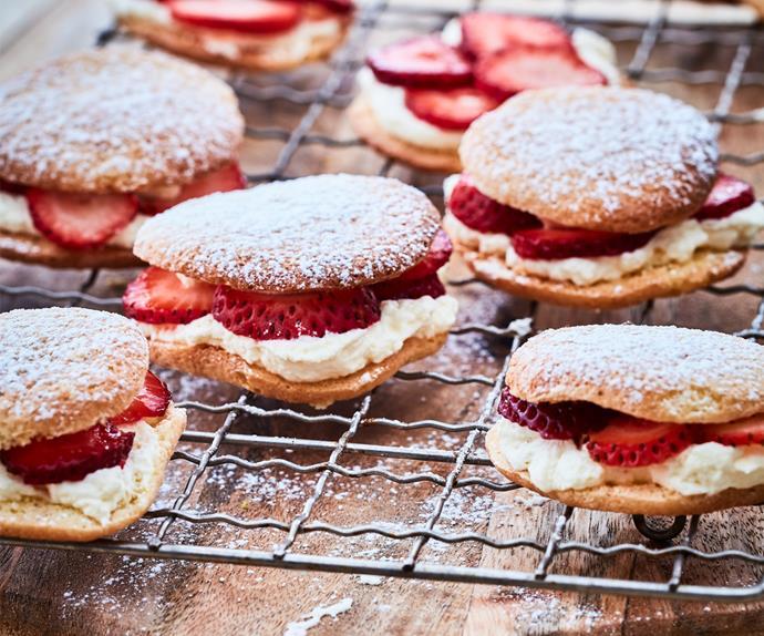 Strawberry and cream sponge drops