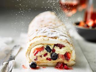 Christmas pavlova roll