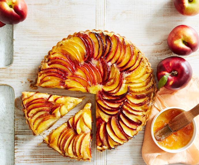 Nectarine and almond tart with homemade vanilla pastry