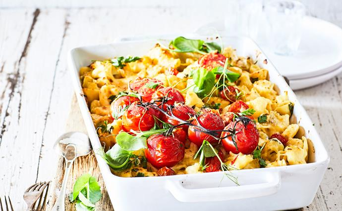 Easy cheesy macaroni with roasted tomatoes