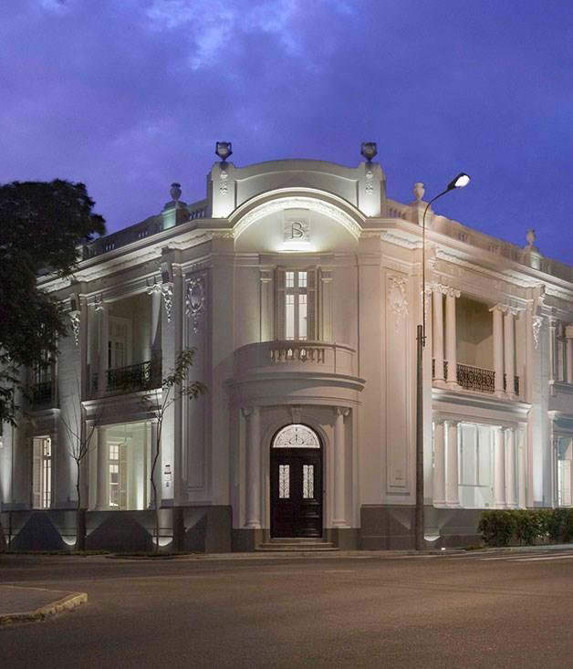 **** **Bijoux in Peru**   Hotel B in Lima, Peru.