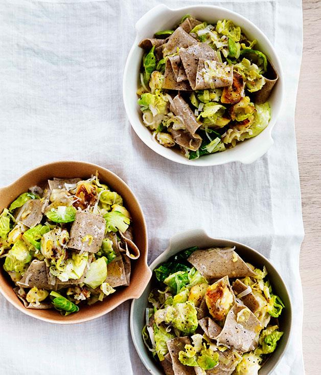 **Buckwheat pasta with Brussels sprouts, Fontina and leek**