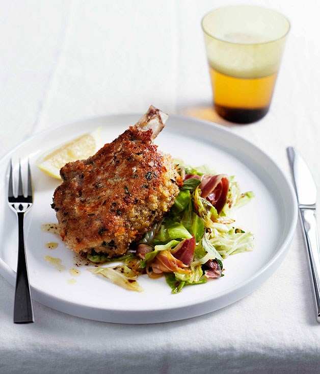 **Pork costolette with cabbage and pancetta**