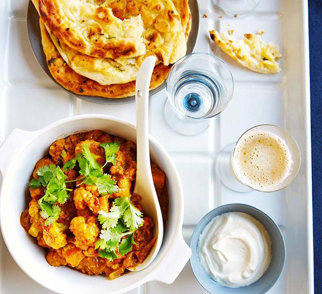 Cauliflower curry with tomato and coriander