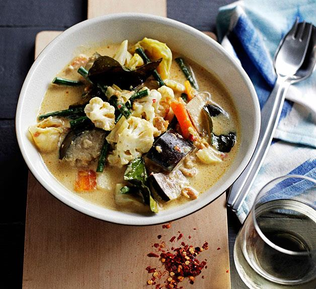 Vegetable and coconut soup (Sayur lodeh)