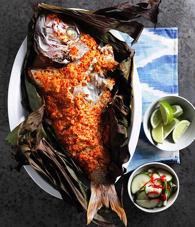 Grilled fish in banana leaves with cucumber pickle (Ikan panggang dengan acar ketimun)