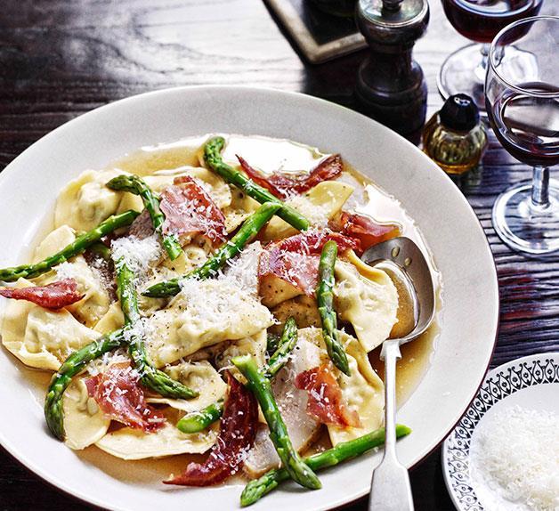 Mezzalune di maiale con guanciale brasato e asparagi (mezzalune ravioli with braised pork cheek and asparagus)