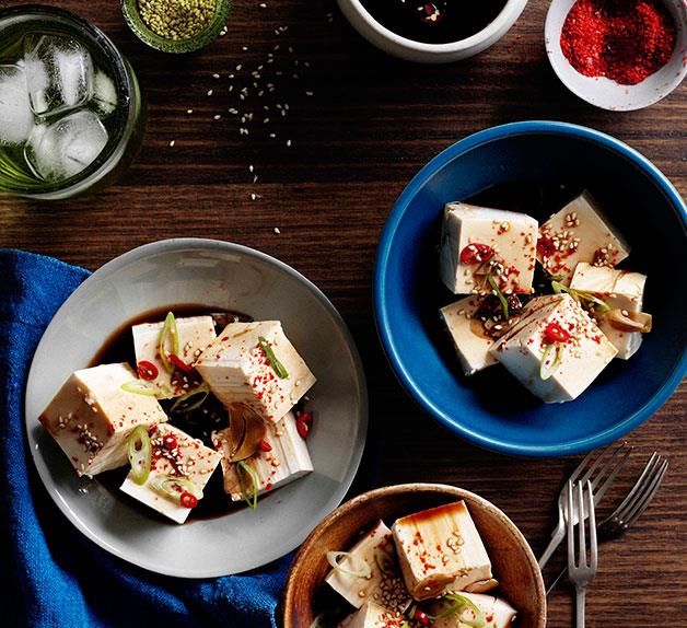 Cold tofu with vinegar, garlic and soy
