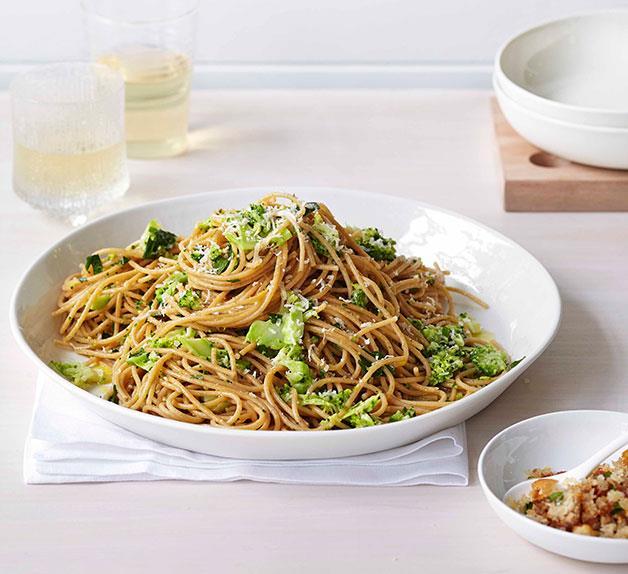Broccoli and parmesan spaghetti with prosciutto crumbs