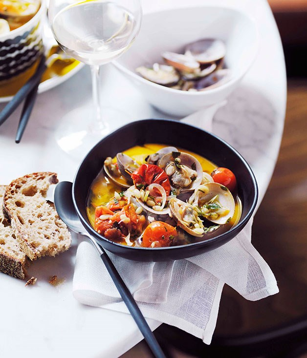 Pipis with cherry tomatoes and pine nuts