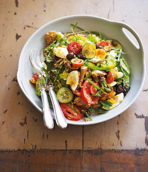 "[Salade Niçoise](https://www.gourmettraveller.com.au/recipes/chefs-recipes/damien-pignolets-salade-nicoise-7555|target=""_blank"")"