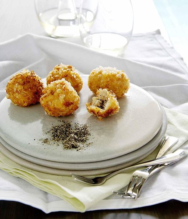 Crisp prawn dumplings with green tea salt
