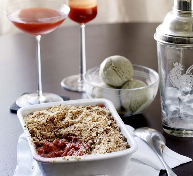 Rhubarb, amaretti and mascarpone crumble