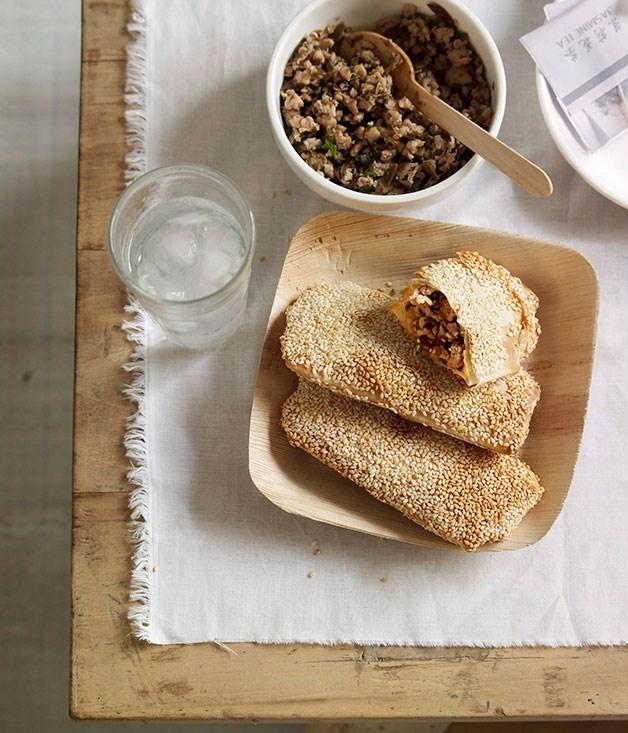 Sesame seed pocket 'pita' bread with chicken