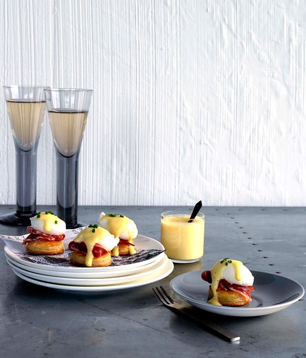 Quail eggs Benedict tartlets
