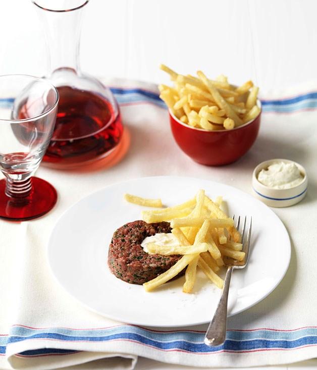 Steak tartare with horseradish cream and shoestring fries