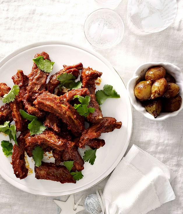 Chipotle-glazed pork ribs (costillas de cerdo al chipotle)