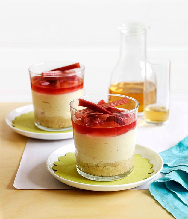 Rhubarb, vanilla and gin trifle