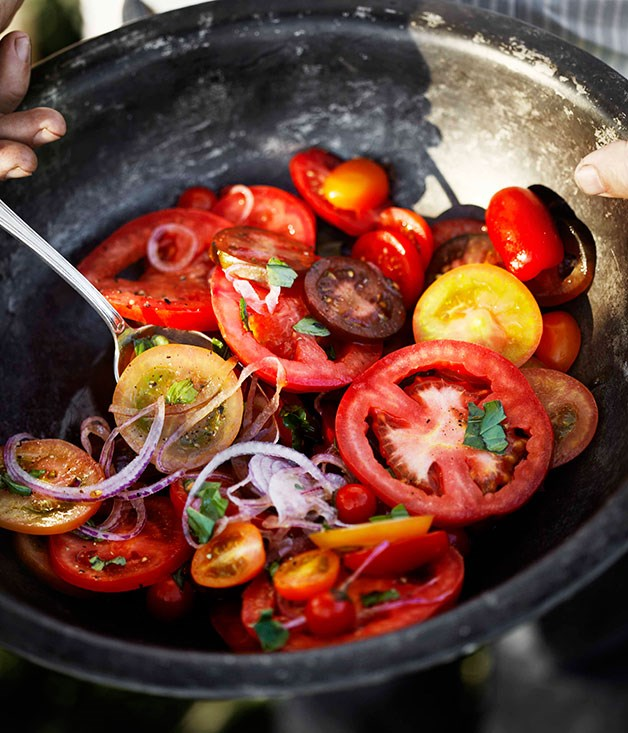 "[**Simple tomato and onion salad with vincotto dressing**](https://www.gourmettraveller.com.au/recipes/browse-all/simple-tomato-and-onion-salad-with-vincotto-dressing-11556|target=""_blank"") <br><br> This juicy tomato salad is a fresh and light companion for any meaty meal."