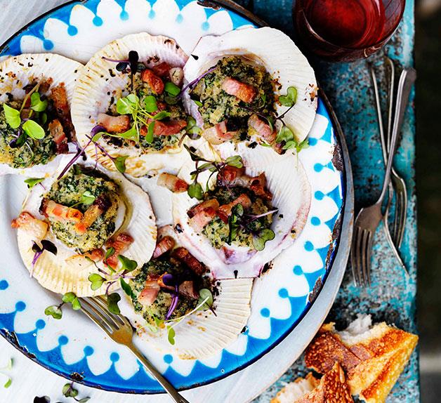 Brown bread crusted scallops with lemon and pancetta